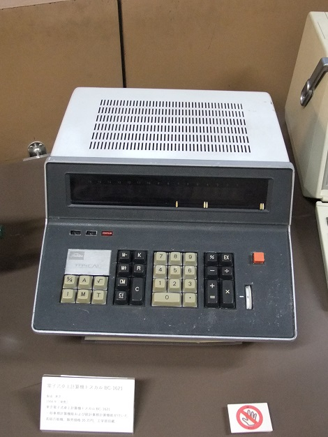 東芝製電子式卓上計算機トスカル BC-1621.JPG